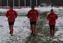 HAKEM HEYETİ - Hekimoğlu Trabzon-Kırklarelispor Maçı Kar Yağışı Nedeniyle İptal Edildi