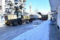 EYLEM PLANI - Isparta Belediyesi Ekipleri Kar Ve Buzlanmaya Karşı 24 Saat Esasıyla Çalışıyor