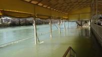 OYMAPıNAR - Manavgat Irmağında Su Seviyesi Yükseldi, Tesisler Su Altında Kaldı