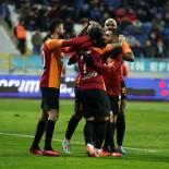 KENDİ KALESİNE - Galatasaray Zirveye Yürüyor