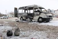 TURGUT ÖZAL - Minibüste Yakılan Piknik Tüpü Alev Aldı Açıklaması 6 Kişilik Aile Ölümden Döndü