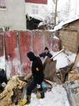 İPEKYOLU - Van'da Ahırın Üzerine Çığ Düştü