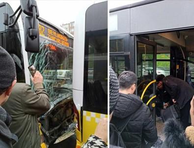 İstanbul'da iki metrobüs çarpıştı