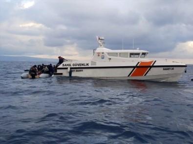 İzmir'de Türk Karasularına İtilen 48 Sığınmacı Kurtarıldı