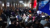 Otobüs Terminaline Akın Eden Öğrenciler Bilet Bulamadı