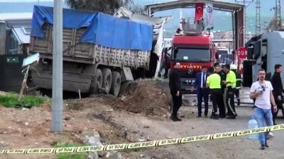 Şırnak'ta Zırhlı Polis Kulübesine Tır Çarpması Sonucu 2 Kişi Yaralandı