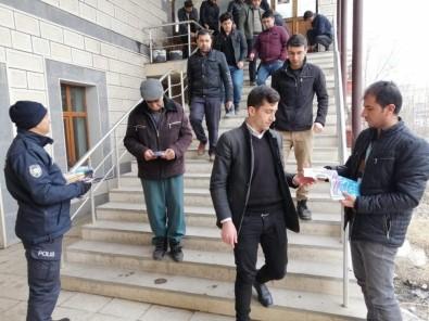 Cuma Namazı Sonrası Uyuşturucu Bilinçlendirme Broşürleri Dağıtıldı