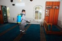 Kemer'de Camiler Ve Duraklar Temizleniyor