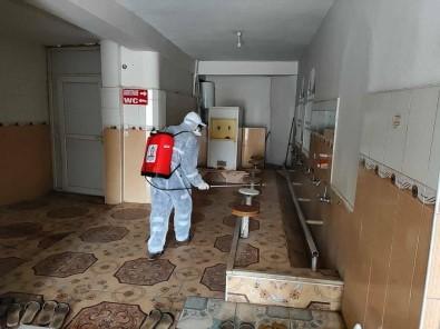 Kızıltepe'de Camilerde Cuma Namazı İçin Dezenfekte Çalışması