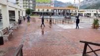 Büyükşehir Belediyesi Kemer Cumhuriyet Meydanı'nı Yeniliyor