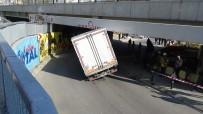 KOÇAK - Altgeçitte İlerleyen Kamyonet Yol İle Köprü Arasına Sıkışarak Havada Asılı Kaldı