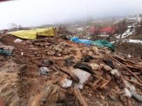 AŞIRI YAĞIŞ - Bingöl'de 2 Ahır Çöktü, 40 Küçükbaş Hayvan Telef Oldu
