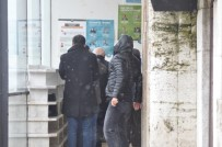 YıLDıRıM BEYAZıT - Bolu'da, Camiye Giremeyen Vatandaşlar Kapıda Namaz Kıldı