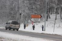 GÜZERGAH - Bolu Dağı'nda Hafif Kar Yağışı Ve Sis Etkili Oluyor