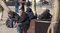 SEYYAR SATICILAR - Banklara Oturan Yaşlılara Seyyar Satıcıdan 'Korona' Tepkisi