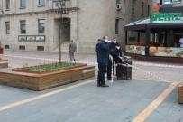 EMNIYET ŞERIDI - Giresun Belediyesi Uyarıları Dinlemeyen Vatandaşlara Meydanı Kapattı