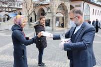 İMAM HATİP - Sokakta Vatandaşlara 5 Bin Adet Bedava Maske Dağıttı