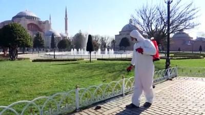 Sultanahmet Meydanı Koronavirüs Önlemleri Kapsamında Dezenfekte Edildi
