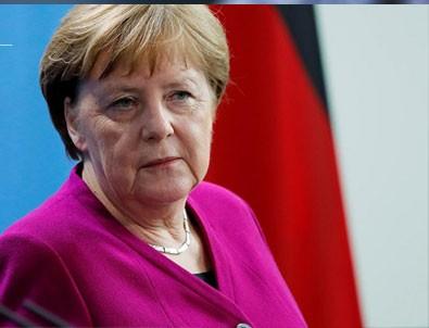Angela Merkel kendini karantinaya aldı!