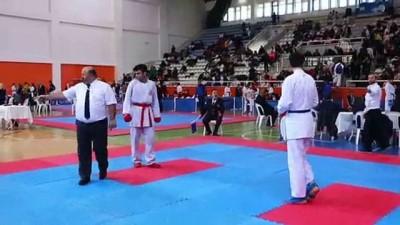 Beden Eğitimi Öğretmeni Karateci, Milli Takıma 20'Den Fazla Sporcu Kazandırdı