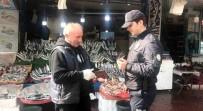 İŞPORTACI - İstanbul'da Polis Sokağa Çıkma Yasağına Uymayan Yaşlıları Uyardı