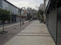 TURİZM CENNETİ - Kuşadası'nda Sokaklar Ve Caddeler Bomboş