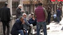 HAYALET - (Özel) İstanbul'da 65 Yaş Üstü Yaşlılar Sokağa Çıkma Yasağına Uymadı