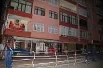 HASAR TESPİT - Rize'de Taşıyıcı Kolanları Zarar Gören 10 Katlı Bina Tahliye Edildi