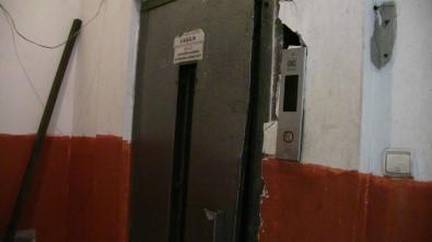 Artvin'de Asansöre Sıkışan Kadın Hayatını Kaybetti