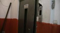 KÜÇÜKKÖY - Artvin'de Asansöre Sıkışan Kadın Hayatını Kaybetti