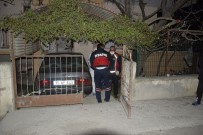 OLAY YERİ İNCELEME - Komşuları İki Gündür Köpeklerini Dolaştırmadığını Fark Edince Öldüğü Ortaya Çıktı