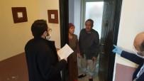 EVDE TEK BAŞINA - Aydın'da Gönüllü Öğretmenler Yaşlı Çınarlara El Uzattı