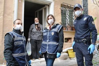 Ayvalık'ta Evden Çıkamayan Yaşlı Kadına Polis Şefkati