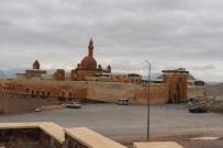 İSHAK PAŞA SARAYı - İshak Paşa Sarayı Korona Virüs Tedbirleri Kapsamında Ziyaretçilere Kapatıldı