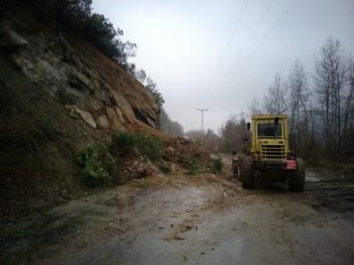 Türkeli'nin İki Köy Grup Yolunda Heyelan