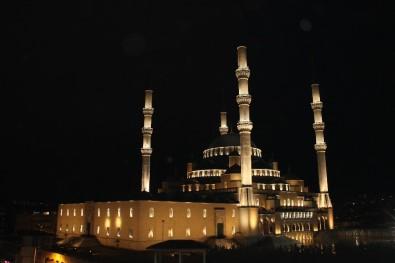 Başkent'te 'Korona'ya Karşı Yatsı Namazının Ardından Dua Edildi