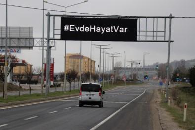 Bolu'da, Sürücülere Işıklı Tabelalardan 'Evde Kal' Çağrısı