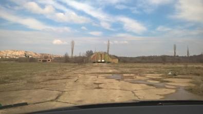 Bulgaristan, Türkiye'ye Geçmeyi Bekleyen Tırlar İçin Eski Askeri Havaalanını Parka Dönüştürüyor