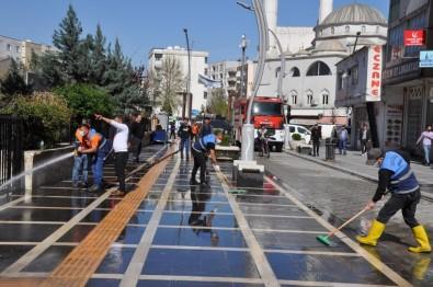 Cizre'de Cadde Ve Sokaklar Yıkanıyor