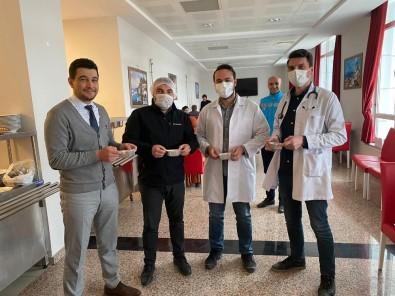 Gümüşhane'de Sağlık Çalışanlarına Enerji Deposu Pestil Herlesi İkram Edildi
