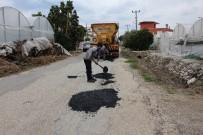 ONARIM ÇALIŞMASI - Kumluca'da Yol Bakım, Onarım Ve Yama Çalışması Yapıldı