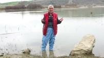 BOĞAZKÖY - Ölmüşlerine Dua Etmek İçin Gölün İçine Giriyorlar