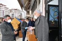 ATATÜRK BULVARI - Polisi Arayan Yaşlı Adam Dolandırılmaktan Kurtuldu