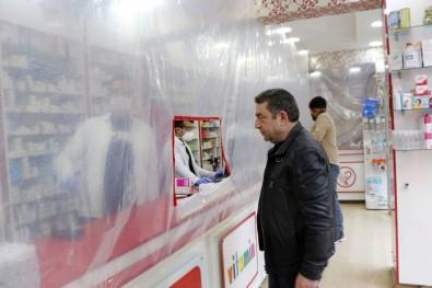Siirt'teki Eczaneden Korona Virüse Karşı Naylonlu Önlem