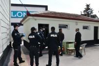 OLAY YERİ İNCELEME - Aksaray'da 47 Yaşındaki Adam Cami Tuvaletinde Ölü Bulundu