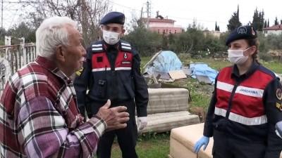 Antalya'da Jandarmanın İhtiyaçlarını Karşıladığı Asırlık Çiftin Duygusal Anları