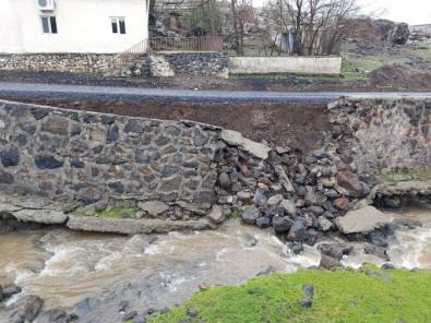 Diyarbakır'da Şiddetli Yağış Nedeniyle İstinat Duvarı Çöktü