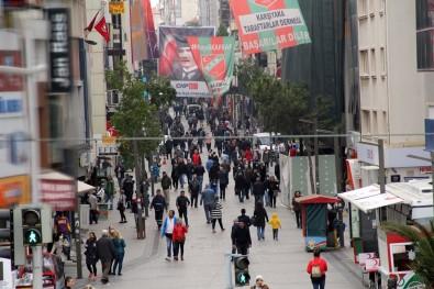 Evde Kalın Çağrılarına Rağmen İzmir'deki Yoğunluk Göze Çarptı