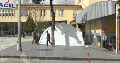 Gaziantep'te Hastane Bahçelerine Triaj Çadırı Kuruldu