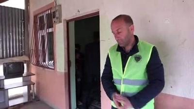 Hakkari'de EBA-TV'den Derslerini Takip Edemeyen 2 Kardeşe Televizyon Hediye Edildi